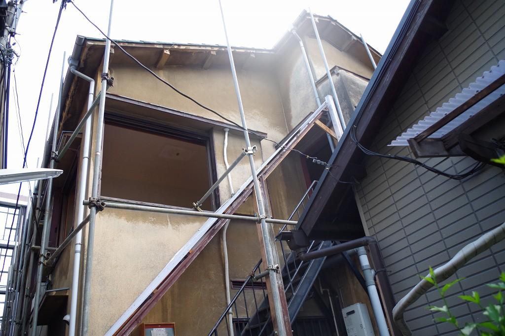 新宿区の老朽化し空家となったアパート