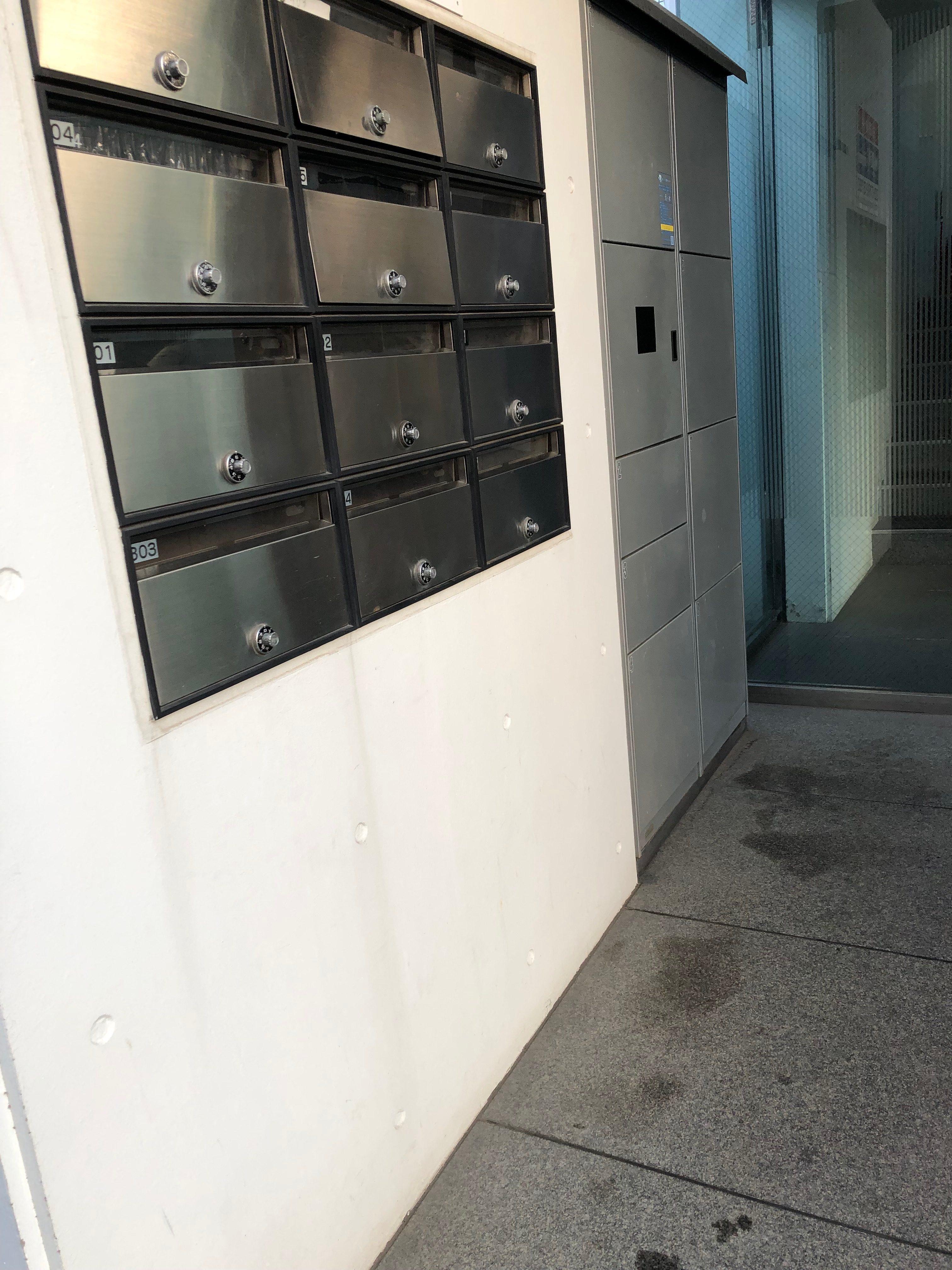 目黒区中央町一棟売りRCマンションの宅配ボックス